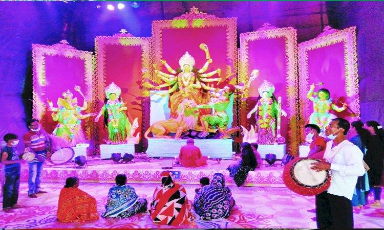 শারদীয় দুর্গোৎসবের আজ মহাসপ্তমী